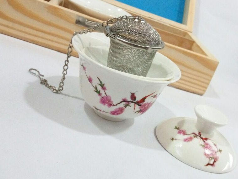 Steel tub strainer with a Gaiwan set